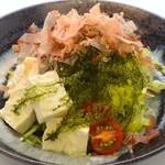 島豆腐と海ぶどうのサラダ