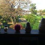 10025657 - 陶器のマトリューシカの向こうにみえる公園
