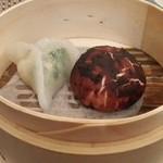 100255527 - 椎茸トリュフ饅頭と海老餃子
