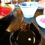 カフェドマデル - 醤油はレンゲの皿に入ってきた