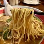 蔵造 - 赤味噌ラーメン  麺リフト
