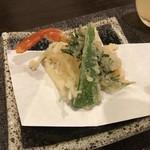 京の家庭料理 おばんざいの店 明り - 蟹と白魚とピーマンの天ぷら