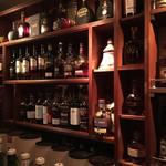 バーラジル~かいどうの屋根裏 - その他のウィスキーもたくさんありますねー。 NEO SHOT BAR 深海の洞窟は1000種類のお酒があるといわらてます。