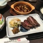 仙台牛たん福助 - 牛タンの定食は肉厚