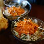 ナーナック - 共通のサラダです。 インド店にお馴染みのオレンジドレッシング久しぶり! ピリ辛です。