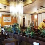 ナーナック - 内観は、古き良きレストランという感じです。