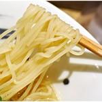 麺屋 翔 みなと - コリっとした食感の麺。