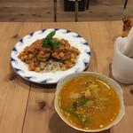 100279394 - 本日のカレー 700円(レンズ豆のミネストローネ)                       本日のスープ 500円(ひよこ豆とたっぷり野菜のキーマカレー)