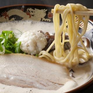 豚骨スープのイメージを覆すクリーミーな味わい「どろラーメン」