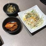清香園 - 小鉢2個とサラダ!
