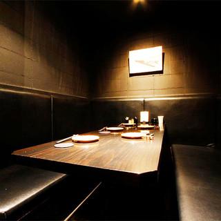 ドアつきの完全個室は、接待や合コンにぴったりの隠れ家空間