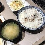清香園 - 大盛りご飯と味噌汁!