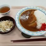 福岡県庁食堂 - ミニサラダ付きのカツカレーです。(2019年1月)
