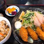 100290562 - カキフライ定食(かやく御飯)1100円