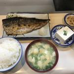 100291166 - メニューがないので正式名はわかりませんが、『焼き鯖定食』(900円)