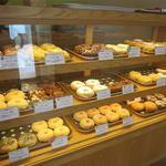 ドーナツ茶屋 ほんわか - 料理写真:ドーナツのケース