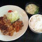 ルイタ食堂   - 日替わり・しょうが焼き定食(600円)