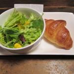 森乃館 - セットのサラダとパン