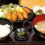 魚蔵 ねむろ - 魚蔵 ねむろ @秋葉原 牡蠣フライ定食 税込950円 お替り無料のご飯は少な目でお願い