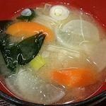 魚蔵 ねむろ - 魚蔵 ねむろ @秋葉原 牡蠣フライ定食に付く根菜と若芽の味噌汁