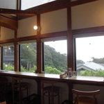 小さな宿&レストラン しいの木やま - カウンター席は眺め抜群