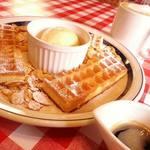 クラシカル コーヒー ロースター カフェ - HoneySugerWaffle &Affogato