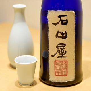 厳選した日本酒と国産ワインを堪能あれ