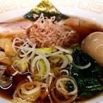 100307347 - 阿波地鶏醤油らぁ麺(中)にチャーシューと味玉追加