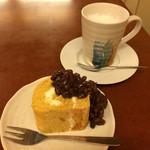 ナニワヤ・カフェ - ロールケーキ&ホットミルク 800円