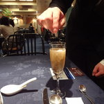 中国薬膳料理 星福 - 清心美容酒に真珠粉投入