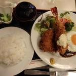 キッチンスズキ - 料理写真:洋風ハンバーグ・海老フライ・ヒレカツ・目玉焼きのセット
