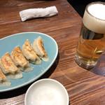 100312052 - 餃子とビールで1,040円