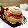 梅小路カフェ ボッシェ - 料理写真:苺と生クリームとチョコレートのパンケーキ