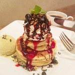 梅小路カフェ ボッシェ - 料理写真:チャコールカシューナッツとピスタチオのパンケーキ