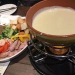 海老 チーズ 肉 ワイン SARUBARUSA -