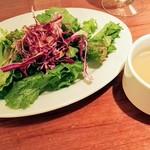 100318607 - 牡蠣スープとランチサラダ