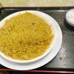 ナスコ フード コート - 今回は、サワーなヨーグルトサラダが付いた「チキンビリヤニ」800円を注文。