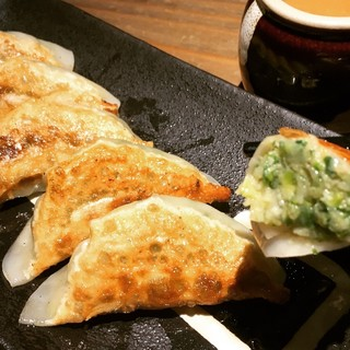 胃もたれしにくい【松吉】の餃子は女性にもお勧め!