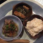 Ushinohoneanaza - 牛すじこん、万願寺唐辛子肉詰め、カニタルタルサラダ