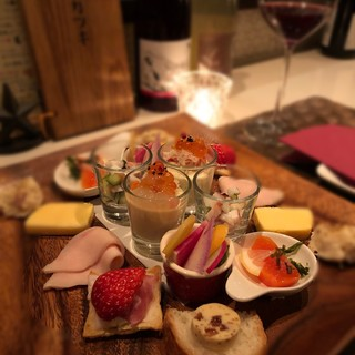 こだわりの野菜やお肉、厳選食材で作るワインに寄り添う料理