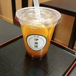 茶寮 伊藤園 - ドリンク写真:ほうじ茶ピーチレモネードです