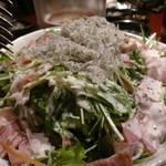 魚と和牛の個室居酒屋 魚縁 - じゃこサラダ美味しかった。