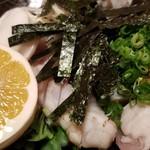 100336694 - ④虎河豚の南風泊流ブツ切りポン酢和え                       虎河豚のブツ切り刺身と皮と白子と野菜。                       正に虎河豚サラダといった様相。
