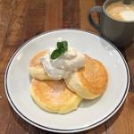 FLIPPER'S - 季節のパンケーキとカフェラテ