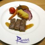 100341789 - 洋皿:仙台牛ステーキ 紫玉葱とミニキャロット マッシュポテト 山葵醤油