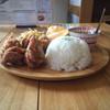 バーン タワン - 料理写真:ワンプレートランチ。メインはガイトード、小鉢はグリーンカレーとマッサマンカレー