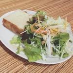 100345860 - サラダとパン