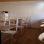 八百屋カフェ Okai - 清潔感のある店内