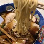 和風中華そば 丸万 - 麺リフト