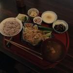 空間茶天 - 【からだ想いの野菜の定食 850円】画像調整しないとお料理はこんな感じに見えます。(座敷席)